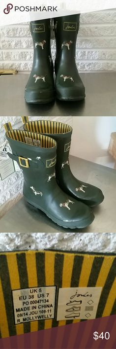 Joules Rubber Rain Boots NWT dog print green 7 NWT Green Rubber Boots Dog print with striped inside Joules Shoes Winter & Rain Boots