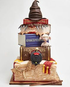 Real Harry Potter cake made by Lulu Cake Boutique in New York Funny Pictures brought to you by Harry Potter Monster Book, Bolo Harry Potter, Harry Potter Wedding Cakes, Gateau Harry Potter, Harry Potter Fiesta, Harry Potter Birthday Cake, Harry Potter Food, Harry Potter Theme, 7th Birthday Cakes