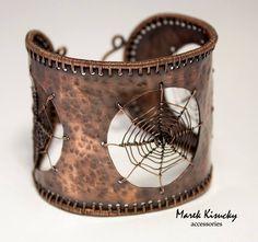 Precízna tvorba šperkov z drôtu od Mareka Kisuckého