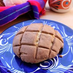 Mexican Pastries, Mexican Sweet Breads, Mexican Bread, Mexican Dishes, Authentic Mexican Desserts, Mexican Dessert Recipes, Conchas Recipe, How Sweet Eats, Sans Gluten