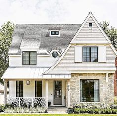 Q+A: black or white windows house exteriors дом мечты, фасад Style At Home, Tutor Style Homes, Exterior Colors, Exterior Design, Exterior Paint, Design Interior, Exterior Tradicional, Black Window Frames, Traditional Exterior