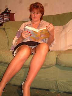Upskirt milf with lacy pantyhose