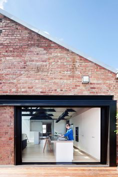 This project engages with issues of extended family dwelling, spatial flexibility, and adaptive reuse. The Water Factory involves the refurbishment and residential conversion of a late 19th century industrial warehouse building of individual heritage ...