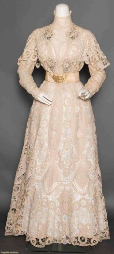 Linen & Lace Afternoon Dress, C. 1905, Augusta Auctions, April 8, 2015 NYC, Lot 392