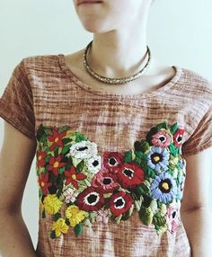 Handmade linen tee shirt with hand stitched embroidery detail of lush flowers and leaves in slight sweetheart pattern at bustline Size 4 Cross Stitch Embroidery, Hand Embroidery, Embroidery Designs, Diy Bordados, Diy Broderie, Mode Blog, Embroidered Clothes, Mode Inspiration, Refashion