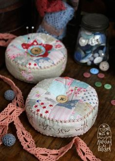 christmas wool wall hanging patterns | Heart and Soul Pincushions | Hatched and Patched