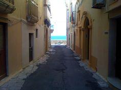 Walking towards the sea in our lunch hours in Gallipoli #Puglia #Apulia #Wedding