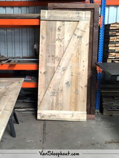 Steigerhout deur! Erg leuk om hiermee een boerderij sfeer in je woning te creëren. #barnlook #reclaimed #wood #sloophout #deuren #wonen #interieur