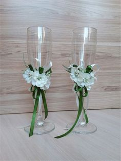 Store a wide choice of Macy's champagne flutes: crystal, wedding event champagne flutes & toasting flutes for any event. Wedding Wine Glasses, Diy Wine Glasses, Decorated Wine Glasses, Wedding Champagne Flutes, Champagne Glasses, Outdoor Wedding Decorations, Wedding Centerpieces, Table Wedding, Wine Glass Crafts