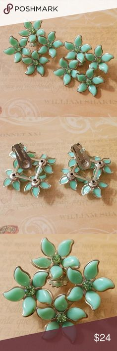 Vintage 1950🌹flower🌹and rhinestone clip earrings So pretty and NEVER used. Estate find! Lucite flowers with rhinestone centers Mint Timeless and classic, a fun look with any of the new HOT florals this season🌹 1950's Vintage Jewelry Earrings
