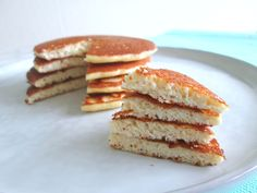Amandelmeel pannenkoekjes (koolhydraatarm) - Düşük karbonhidrat yemekleri - Las recetas más prácticas y fáciles Low Carb Pancakes, Low Carb Breakfast, Almond Pancakes, Healthy Diners, Weigt Watchers, Waffles, Food Porn, Ketogenic Desserts, Foods With Gluten