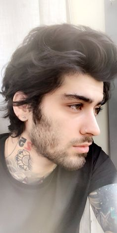 zayn on Twitter: « I'd like to apologise for being a shit person, »  But why Zayn why??? You mean the world to us and you're our angel 👼 Anyways you've never looked so good, and your long hair reminds me of 2014-1D era... ❤️