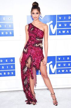 Taylor Hill wearing a Moschino dress at the 2016 VMAs.
