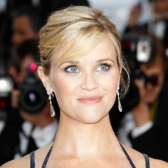 Reese Witherspoon had the pregnancy glow thing down pat with her luminous skin and shimmery eyes and lips.