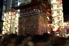 多くの観光客が四条通りを行き交います。 祇園祭 京都 kyoto gion festival
