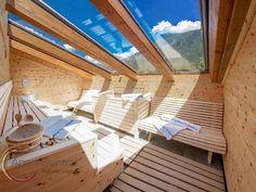 Apart Central, Mayrhofen Mayrhofen - Rubin: Außensauna mit Glasdach, Glasdach, Sauna unterm Dach, Sauna Dachschräge Eine Sauna in den eigenen vier Wänden ist Erholung pur. Die Sauna bring die Wellness-Oase in die eigenen vier Wände. Ein kleiner Spa-Bereich Zuhause ist pures Glück und sanfte Entspannung für die Seele. Eine moderne Sauna, eine gemütliche Saunehütte für Draußen oder eine Saune mit tollem Blick ins Freie.