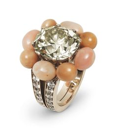 Hemmerle ring – diamonds, conch pearls, and gold