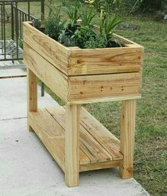 Building A Raised Garden Bed with legs For Your Plants Diy Pallet Projects, Garden Projects, Wood Projects, Pallet Ideas, Wooden Planters, Planter Boxes, Pallet Planter Box, Planter Garden, Planter Accessories