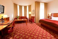 Unsere Deluxe Zimmer (30-35 m²) sind geräumig und mit einer Küchenzeile, einem Balkon und einem Sofa ausgestattet.