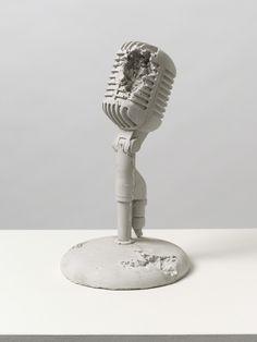Daniel Arsham, Rose Quartz Eroded Microphone, Quarzo rosa, polvere di marmo e hydrostone, 2014, Pippy Houldsworth Gallery