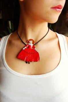 Menina /brooch or necklace  Menina/broche y collar por lesulldes.