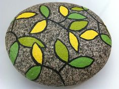 50 Amazing Painted Rocks Houses Ideas You'll Loveyellow and green painted rockpainting rocks at the frio! It's no wonder that there are so lots of amazing rock paintinglandscaped stone on the beach Pebble Painting, Pebble Art, Stone Painting, Painted River Rocks, Hand Painted Rocks, Painted Stones, Rock Painting Ideas Easy, Rock Painting Designs, Stone Crafts
