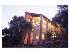 Sm!t Architects. Heuwelskans. Smit residence, Bloemfontein, Free State, South Africa. Evening view.