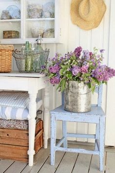 3 Astounding Cool Tips: Shabby Chic Decoracion Romantic shabby chic living room colors.Shabby Chic Fabric Vintage shabby chic home accessories.Shabby Chic Fabric For Sale. Shabby Chic Veranda, Shabby Chic Porch, Shabby Chic Kitchen, Shabby Chic Homes, Shabby Chic Decor, Kitchen Decor, Kitchen Design, Cottage Chic, Cottage Style
