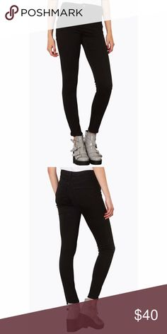 Topshop Jamie jeans Skinny jeans with a high waistline and ankle-grazing hems put a cool, retro twist on any off-duty outfit. Supersoft denim woven with generous stretch ensures daylong comfort and superior shape retention. Good condition Topshop Jeans