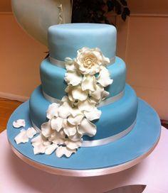 wedding cake fleurs mariage ivoire bleu carnet dinspiration mademoiselle cereza mariage bleu ciel - Gateau Mariage Antillais