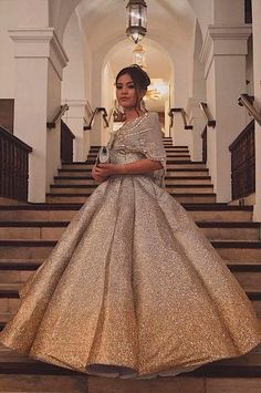 Asian Fashion Modernes philippinisches Kleid Tips For Change Your Hairstyle Change is good, but it's Debut Gowns, Debut Dresses, Prom Dresses, Wedding Dresses, Dance Dresses, Modern Filipiniana Gown, Filipiniana Wedding, Old Rose Gown, Elegant Dresses