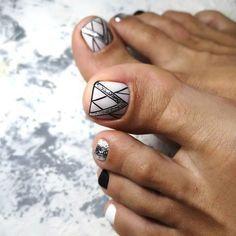 Make an original manicure for Valentine's Day - My Nails Pedicure Colors, Pedicure Designs, Pedicure Nail Art, Toe Nail Art, Pretty Toe Nails, Cute Toe Nails, Pretty Toes, Fancy Nails, Black Nail Designs