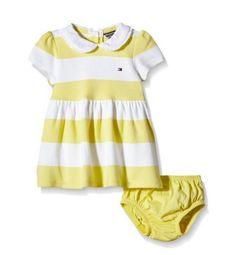 Vestido de bebé a rayas blancas y amarillas con braguitas de Tommy Hilfiger. Perfecto para el verano. #modabebe #modainfantil #ropabebe #ropainfantil