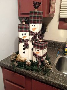 When it has to do with building a snowman craft, there are several choices. There are all types of crafts to suit everyone in addition to some enjoyab. crafts rustic Easy Wooden Snowman Craft Ideas For Home Decoration Wooden Snowman Crafts, Wooden Christmas Crafts, Diy Christmas Ornaments, Diy Christmas Gifts, Rustic Christmas, Christmas Projects, Holiday Crafts, Christmas Holidays, Christmas Decorations