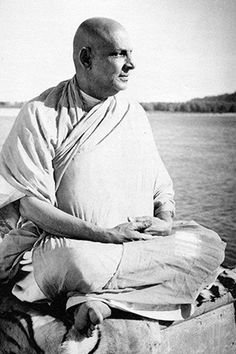 Swami Sivananda One of the greatest Yoga masters of the century, Swami… Ayurveda, Saints Of India, Indian Saints, Yoga Master, Bhakti Yoga, Yoga Photos, Spiritual Teachers, Pranayama, Yoga Teacher Training