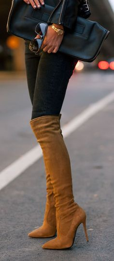 Over-The-Knee-Boots Trend, Johanna Olsson is wearing a pair of over-the-knee-boots from Giuseppe Zanotti. I want these gorgeous boots! Sexy Boots, High Boots, High Heels, Long Boots, Stilettos, Cute Shoes, Me Too Shoes, Look Fashion, Fashion Shoes