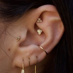 This ear is on point #earpiercing #piercing #rook #conch #tragus #gold #earring