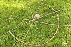 Einfache Bastelanleitung für ein Sonnenrad. Originelle Gartendeko im Handumdrehen. Perfekt für den Sommer!