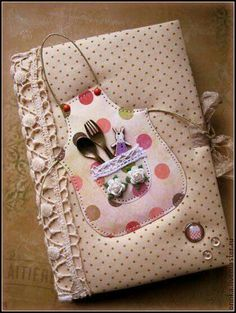 Lovely front cove for a recipe book. You could also make a make a matching washing up liquid bottle or to go on a bottle of wine if it's a gift. Custom Journals, Fabric Journals, Book Crafts, Diy And Crafts, Scrapbook Albums, Scrapbooking, Fabric Crafts, Paper Crafts, Fabric Book Covers