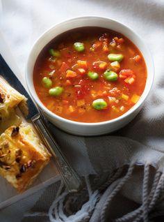 Ricardo's recipe : Vegetable and Fava Bean Soup Chowder Recipes, Soup Recipes, Cooking Recipes, Family Recipes, Healthy Soup, Healthy Eating, Healthy Recipes, Ricardo Recipe, Fava Beans