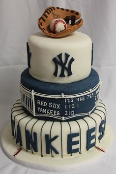 yankee cake - prob not for wedding, but great idea for the baseball enthusiasts in my life!