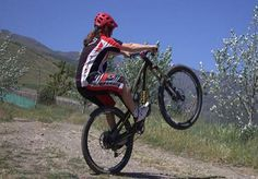 10 Mountain Bike Tricks You Can Try Anywhere  #mountainbiking #mtb