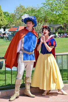 Disney Character Costume Snow White and The Prince Disney Cosplay, Disney Costumes, Snow White Characters, Disney Face Characters, Disneyland Princess, Disney Princess Dresses, Seven Dwarfs Costume, Snow White Costume, Snow White Cosplay