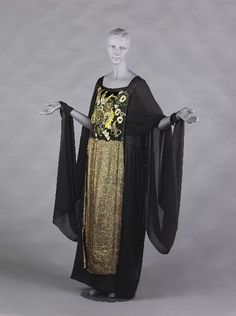 Attributed to Paul Poiret  Couturier   1923