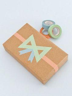 ドット柄のマスキングテープを、リボンの形に。 マスキングテープの可愛さが、シンプルなキュートさを引き立てます。