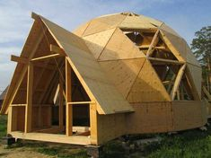 geodesic dome house Source by glisterings Geodesic Dome Homes, Casas Containers, Dome House, Earth Homes, Earthship, Round House, Future House, Building A House, Architecture Design