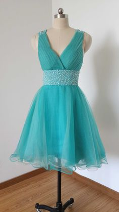 2015 Sexy V-neck Blue Tulle Beaded Short Prom por DressCulture