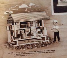 Brinquedo que marcou presença anos 50 e 60, famosa Feirinha Estrela, barraquinha de Feira-livre com tradicional tenda listrada, a banca de madeira da lojinha da feira possui 32 reproduções fiéis de embalagens originais dos mais conhecidos produtos nacionais da década de 50 e 60.imagem original catálogo da Estrela de 1952: