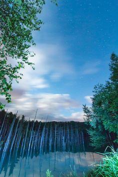 Blue pond 22:00    22時の青い池  青い池の夜。 星が少し出ていました。   気に入っていただけたら沢山シェアしてくださいね。(^^)v