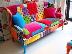 Un vecchio divano e avanzi di stoffa...  http://dwellingbydesign.blogspot.it/2012/01/most-colorful-sofa-ever.html#